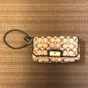 Coach Convertible Wristlet/Clutch EUC